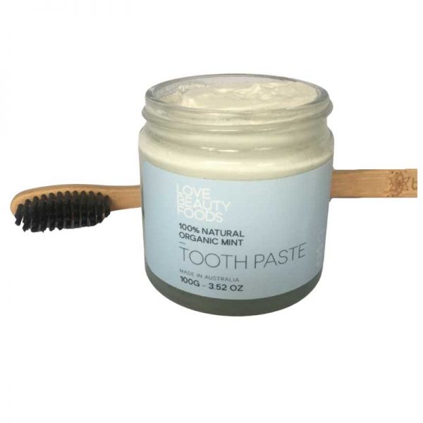 LOVE BEAUTY FOODS Organic Mint Toothpaste texture